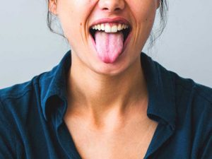 6264-tongue_out_woman-732x549-thumbnail